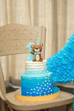 Torta di compleanno nello stile marino in erba Fotografie Stock