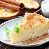 Torta di formaggio con cannella Fotografie Stock Libere da Diritti