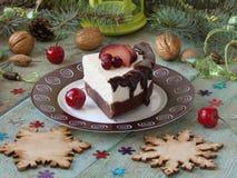 Torta di formaggio con cioccolato ed il limone Fotografie Stock