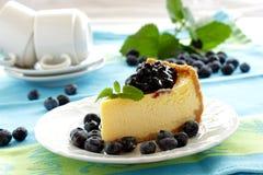 Torta di formaggio con i mirtilli fotografia stock