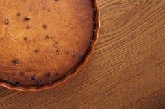 Torta di formaggio con l'uva passa Fotografie Stock Libere da Diritti