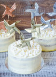 Torta di formaggio crema con la decorazione di carta Immagine Stock Libera da Diritti