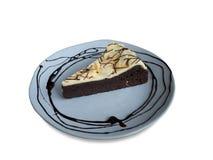 Torta di formaggio del brownie sul piatto blu rotondo fotografia stock