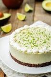 Torta di formaggio della calce dell'avocado fotografia stock