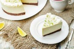 Torta di formaggio della calce dell'avocado fotografie stock libere da diritti