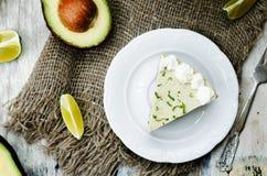 Torta di formaggio della calce dell'avocado fotografie stock