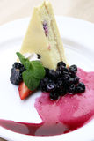 Torta di formaggio di Wildberry fotografie stock