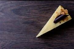 Torta di formaggio su un fondo di legno Immagine Stock