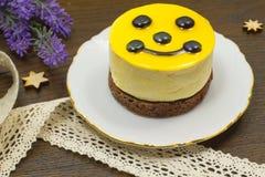 Torta di formaggio su un piattino bianco Immagine Stock