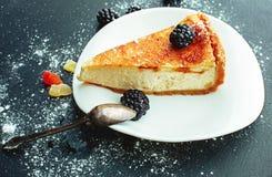 Torta di formaggio su un piatto Fotografie Stock