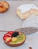 Torta di frutta organica al forno ad un mercato dell'aria aperta Immagine Stock Libera da Diritti