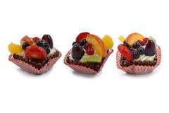 Torta di frutta su un fondo bianco Fotografia Stock