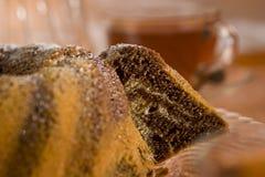 Torta di marmo e tè del Brown Immagini Stock