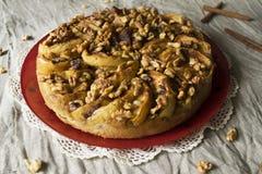 Torta di mele con le noci Fotografie Stock