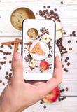 Torta di mele della foto con una tazza di caffè Fotografie Stock Libere da Diritti