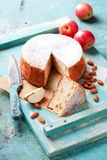 Torta di mele senza glutine casalinga della mandorla Immagini Stock Libere da Diritti