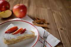Torta di mele spruzzata con zucchero Fotografia Stock