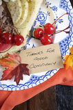 Torta di ringraziamento sul primo piano di legno scuro - verticale Fotografia Stock Libera da Diritti