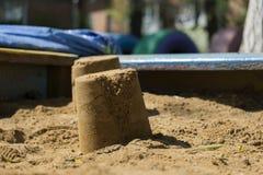 Torta di sabbia nella sabbiera del ` s dei bambini Immagine Stock Libera da Diritti
