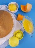Torta di zucca con la verniciatura del limone fotografia stock