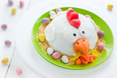 Torta divertida del día de fiesta del pollo de Pascua Imagenes de archivo
