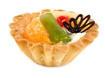 Torta dolce con frutta e le bacche Fotografie Stock Libere da Diritti