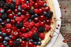 Torta dolce con la frutta fotografie stock