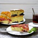 Torta dolce con le bacche Fotografia Stock Libera da Diritti