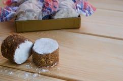 Torta dulce española en el fondo de madera Imagen de archivo