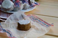 Torta dulce española en el fondo de madera Imagenes de archivo