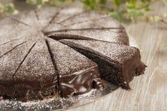 Torta dulce hecha en casa de la semilla de amapola con el chocolate Imagen de archivo