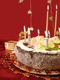 Torta e candele Immagine Stock