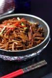 Torta e chopsticks fritados Imagem de Stock