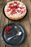 Torta e ribes rosso della bacca Fotografia Stock