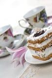 Torta e tazze di tè Fotografia Stock Libera da Diritti