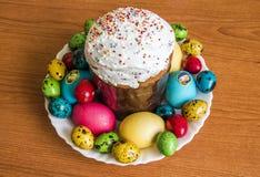 Torta ed uova di Pasqua Immagine Stock
