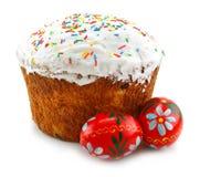 Torta ed uova di Pasqua isolate fotografia stock