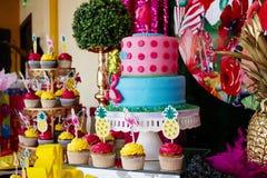 Torta 8 el cumpleaños del Victoriaen julio imagen de archivo