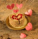Torta en el día de la tarjeta del día de San Valentín Imágenes de archivo libres de regalías