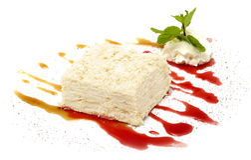 Torta en el fondo blanco Foto de archivo