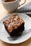 Torta en el plato blanco con café imagen de archivo libre de regalías