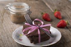 Torta en forma de corazón con la decoración Foto de archivo libre de regalías