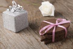 Torta en forma de corazón con la decoración Foto de archivo