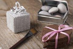 Torta en forma de corazón con la decoración Imágenes de archivo libres de regalías