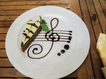torta en una placa Fotografía de archivo libre de regalías