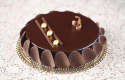 Torta esmaltada chocolate de la crema batida Fotografía de archivo