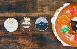 Torta española de la Navidad con tres galletas de los tres hombres sabios Fotografía de archivo libre de regalías