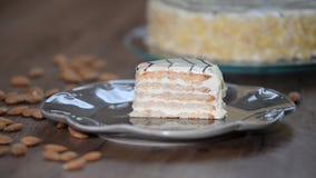 Torta esterhazy clásica en la placa metrajes