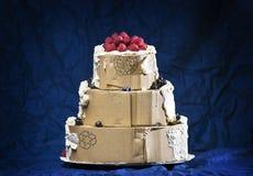 Torta falsa cubierta del cartón con crema Fotografía de archivo