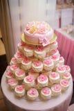 Torta festiva com bolos Fotografia de Stock